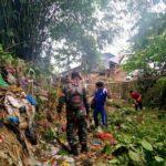 Babinsa Koramil 13/Poasia Bersama Masyarakat Kelurahan Wundumbatu, Bersihkan Kali di Perumnas Poasia