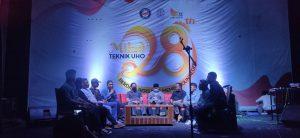 (Sharing Session Antara Perwakilan Alumni, Wakil Rektor 3 UHO Dr Nur Arafah, Wakil Dekan 2 Fakultas Teknik Dr Ishak Kadir, Wakil Dekan 2 Fakultas Teknik Dr Sudarsono, Ketua BEM Fakultas Teknik tas dimoderatori Muhammad Iqbal)